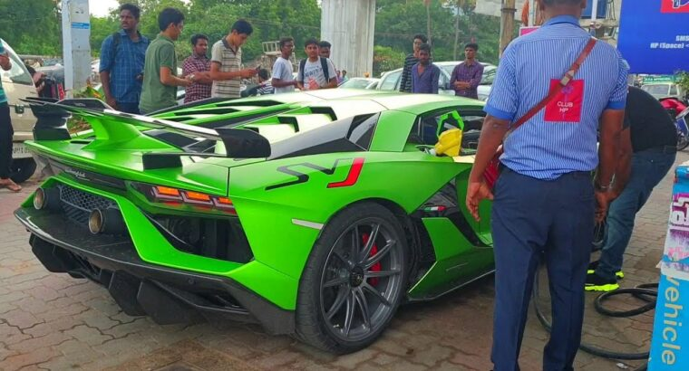 Public Response three Lamborghinis at Petrol Pump Supercars in India 2019 #DinosVlogs